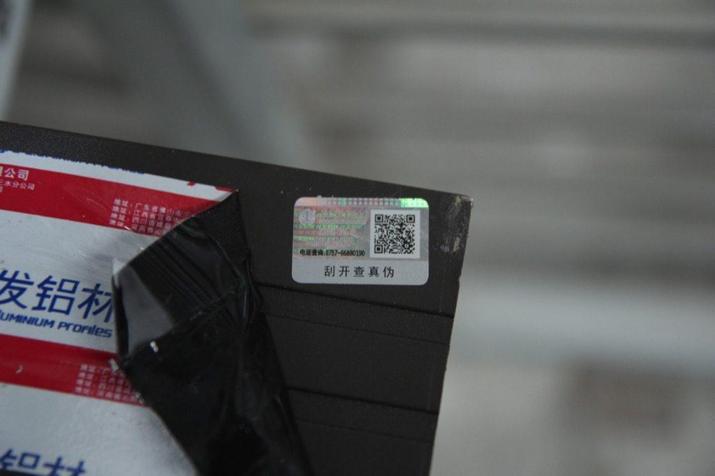Tem chống giả kèm QR code trên thanh Profile nhôm Xingfa chính hãng