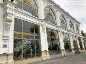 cửa gỗ chịu nước tại khách sạn Vị Hoàng